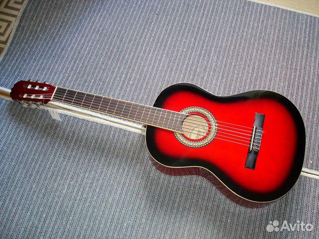 Гитара красная