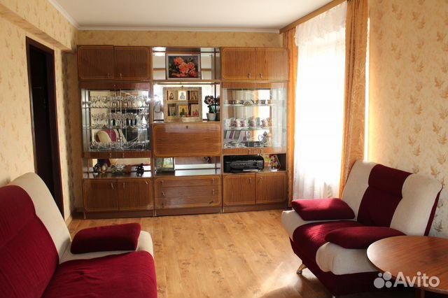 Продается трехкомнатная квартира за 1 550 000 рублей. Балаково, Саратовская область, Заречная улица, 10, подъезд 1.