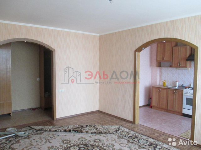 Продается трехкомнатная квартира за 2 400 000 рублей. Омская улица, 1А.