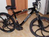Скоростной велосипед на литых дисках